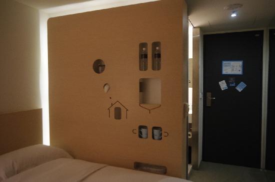 Just Sleep (Lin Sen): 很喜欢这面搁物墙,节约空间,有设计感