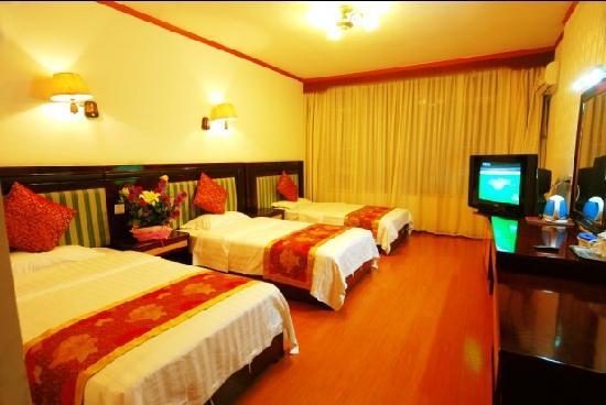 Shuxiang Hotel Mount E'mei: 三人间大