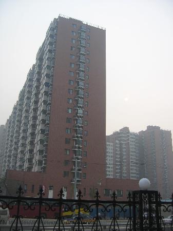Da Fang Hotel: 站在饭店门前向东看