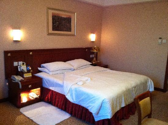 Golden Gulf Hotel : 床很大,也很舒服
