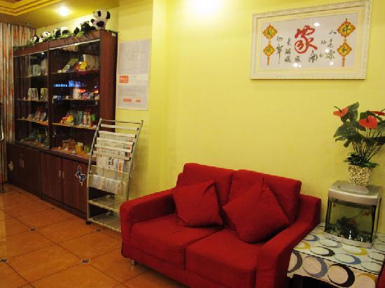 Home Inn (Chengdu Fuqin): 大堂休息区