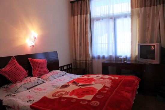 Liming Suites Hotel: 温馨大床房