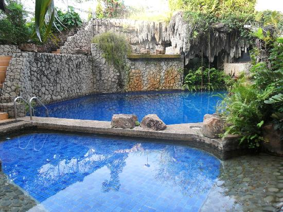 Pearl Hotel: 游泳池