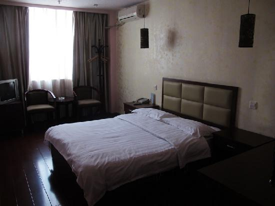 Longwen Business Hotel: 客房全貌