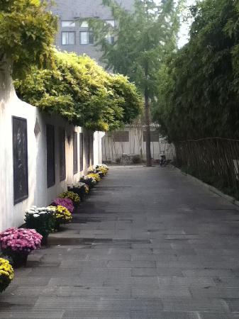 Tengzhou, Chiny: 王学仲艺术馆 甬道