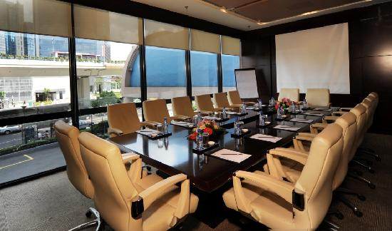 Hotel Equatorial Shanghai: Business Center