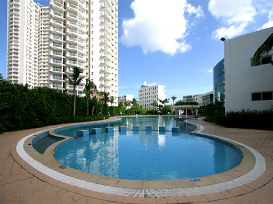 Sandaoke Holiday Apartment Sanya: 小区泳池