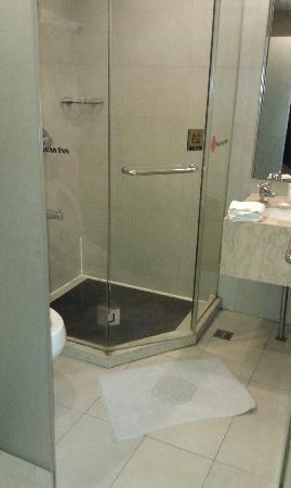 Nanyuan Inn Shanghai Hutai: 浴室洗澡后有漏水
