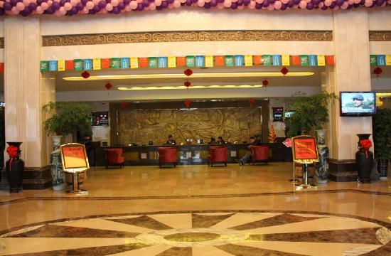 Yinan Dongfang Hotel: 酒店大堂