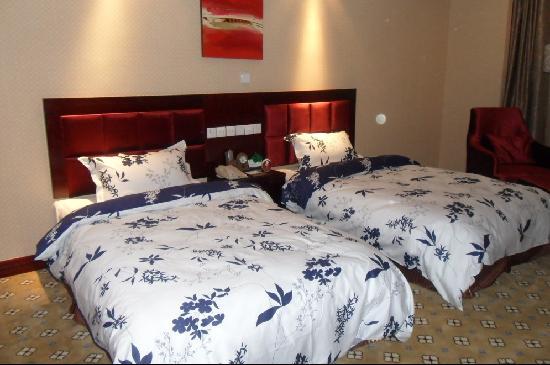 Yinan Dongfang Hotel: 温馨家居房