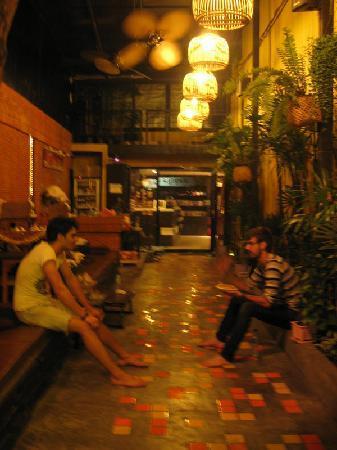 NapPark Hostel @ Khao San: 入口走道