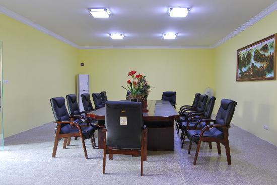 Longsheng Hotel: 可容五十人的会议厅