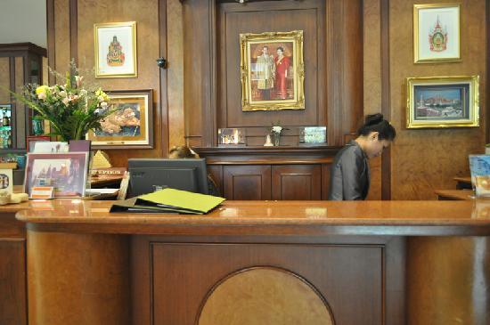 โรงแรมสีลม ซิตี้: 前台正面