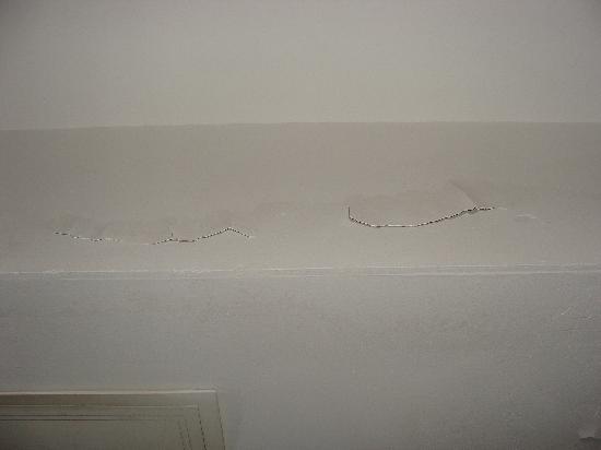 Aitao Liyuan Hotel: 开裂的墙皮