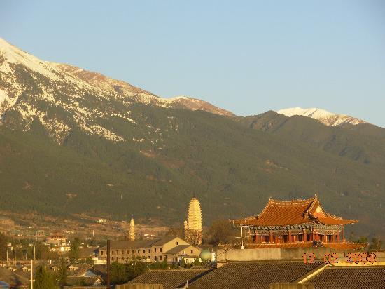 Qian's Hostel: 在天台观看苍山雪景