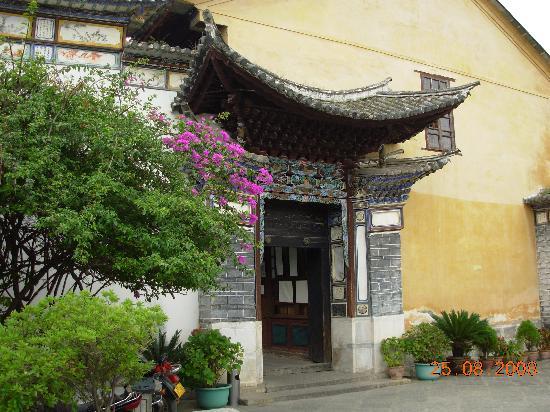 Qian's Hostel : 距钱家客栈白簇民居