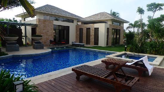 Grand Metropark Resort Hotel: 泳池