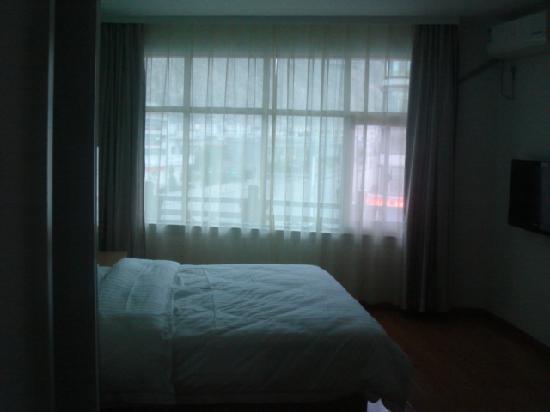 7 Days Inn Lasa Duodi Road: 315房间的床,真的很大