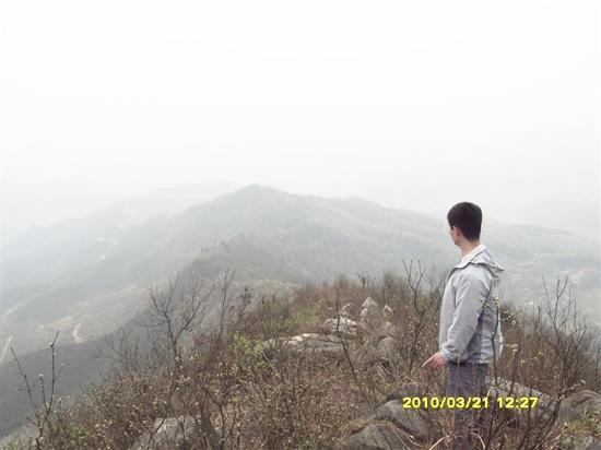 Wufengxian Mountain: 五峰仙之一的欧公仙,群山在脚下