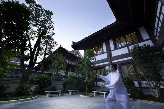 The Mahayana OCT Boutique Hotel: 庭院