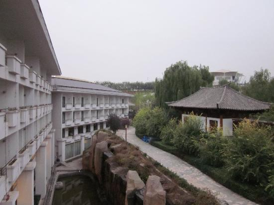 Hebei White Deer Hotspring : 房间背后的温泉区域