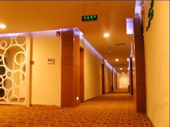 Yijia Jingzhi Hotel: 酒店走廊