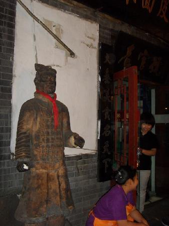 Jinan Zhongshan Road: 这门神谁家有?