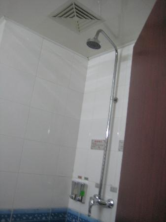 Shengli Seaview Business Hotel: 出水量不错的淋浴