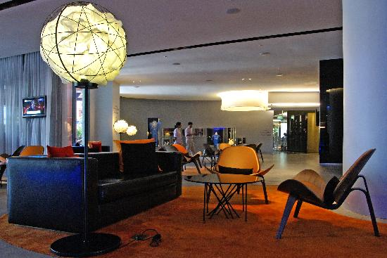 Hard Rock Hotel Singapore: RockLobbySeats