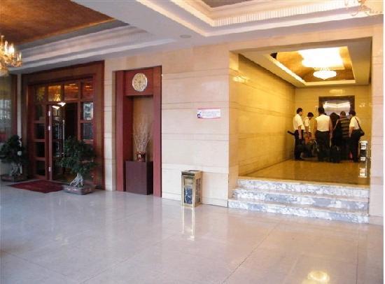 Senwei Business Hotel: 富丽堂皇的大堂一角