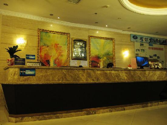 Yijia Inn Chengdu Wuhouci: 大堂前台