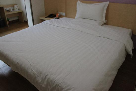 7 Days Inn Hangzhou Moganshan Road : 床