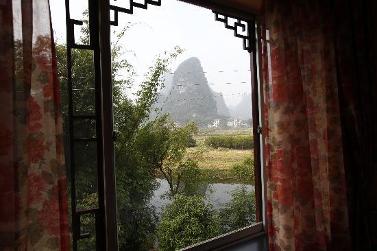 Longtan Yingyue Resort: 房间窗外景色