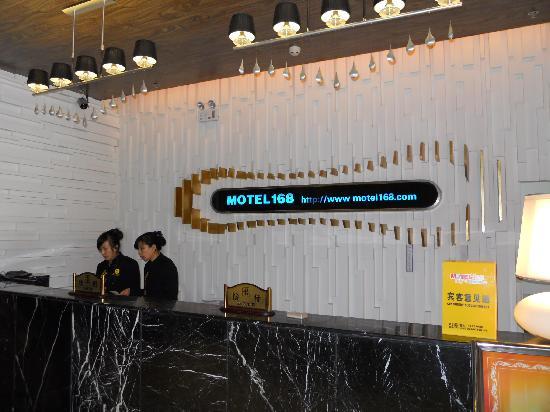 Motel 168 Harbin Hongqi Main Street: 服务台