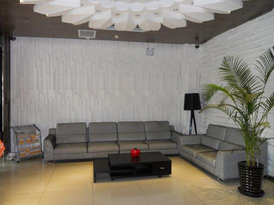 Motel 168 Harbin Hongqi Main Street: 大堂休息区