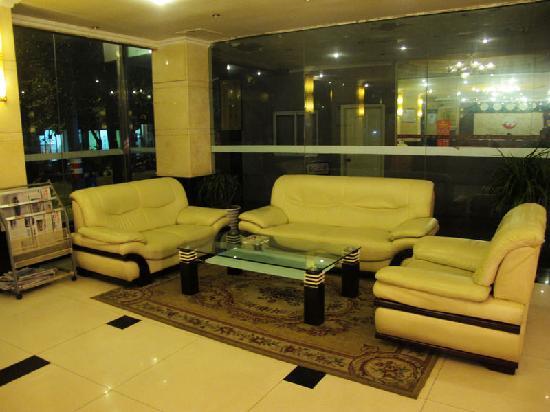 Wangyuan Hotel Chengdu Changfa: 大堂内沙发休息区