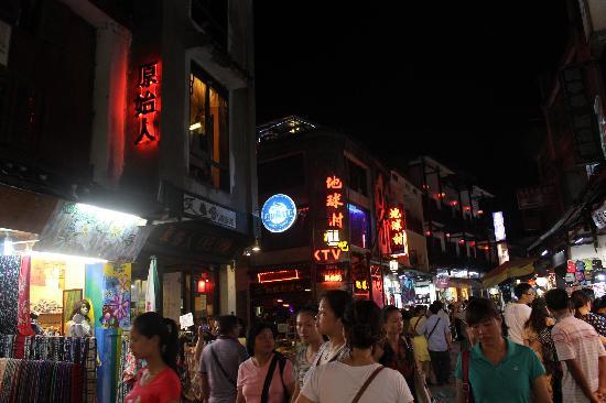 Yangshuo County, China: 如织的游人