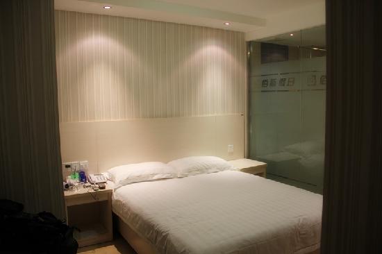 Baisi Holiday Express Hotel Yichang Wanda Plaza
