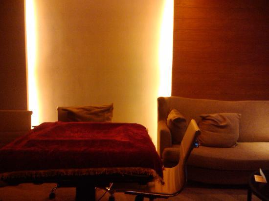 America's Best Inn & Suites: 麻将桌和沙发