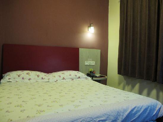 Motel 168 Chengdu Shuinianhe: 客房内大床