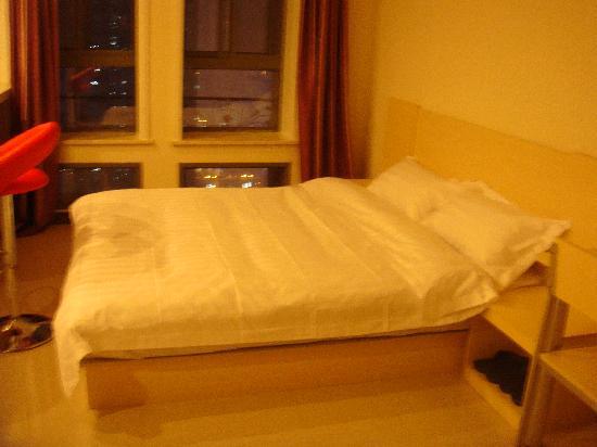 Innjoy Apartment: 晚上照的不太清晰 。。