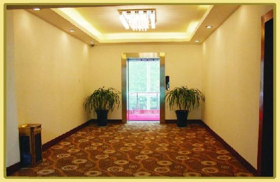 Chengtong Business Hotel: 电梯间