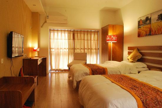Longyue Apartment Hotel: 商务公寓房