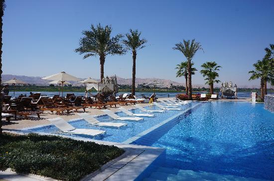 Deluxe nile room picture of hilton luxor resort spa - Luxor hotel las vegas swimming pool ...