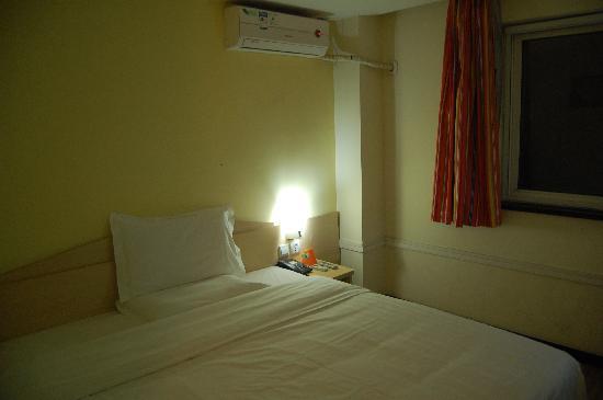7 Days Inn Beijing Panjiayuan: 床