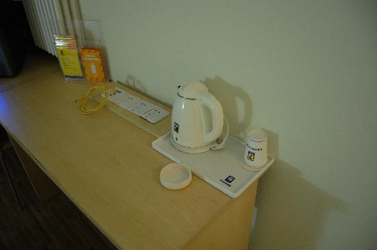 7 Days Inn Beijing Panjiayuan: 茶水炉