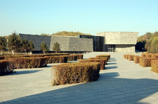 Fushun Pingdingshan Massacre Memorial Hall: 平顶山遗骨馆