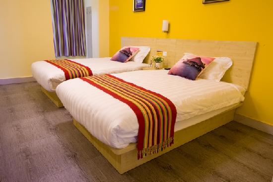 Yangguang Hupan Holiday Apartment : 豪华山景双标房
