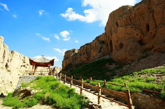 Ningxia, الصين: 宁夏水洞沟—藏兵洞