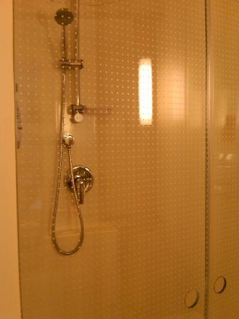 Motel 168 Qingdao Development Zone Middle Changjiang Road Quzhengfu Square: 淋浴